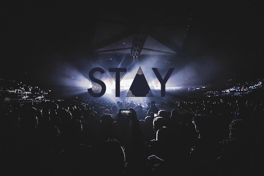 Foule concert Stay - Graphiste freelance la Réunion